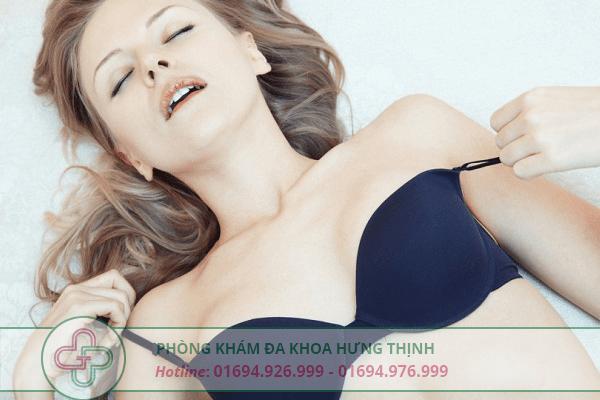 tạo cảm giác thoải mái khi oral sex